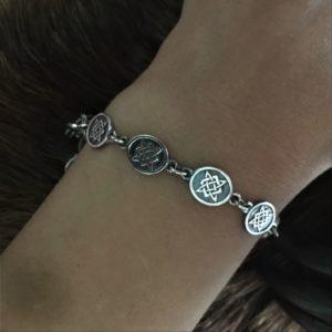 браслет с оберегами серебро