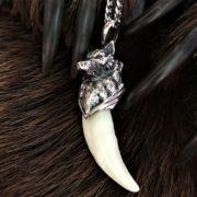 Настоящие клыки волчьи в серебряном навершии-клыки волка в серебряной голове волка