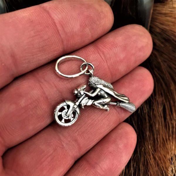 байкеры- байкерская- ведьма на метле- купить байкерскую- ведьма на метле картинки- байкерский стиль- метла мотоцикл- ведьма на метле фото- красивая ведьма на метле- ведьма летает на метле- ведьма на метле картинки красивые