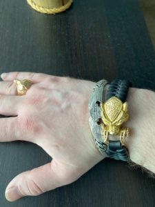 Фото отзыв. Кожаный браслет с головой медведя. Логово волка.
